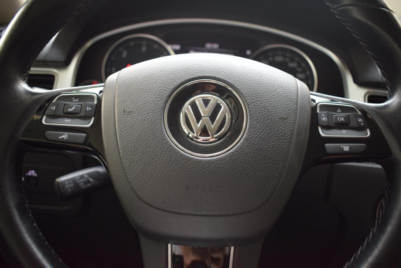 Volkswagen Touareg 3.0 TDI Tiptronic 4Motion (245 л. с.) R-line