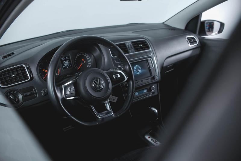 Volkswagen Polo 1.6 MPI AT (110 л. с.)