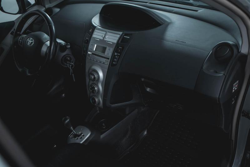 Toyota Yaris 1.3 AT (87 л. с.)