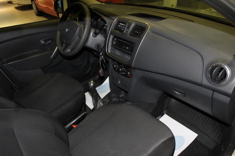Renault Logan 1.6 MT (113 л. с.) Access